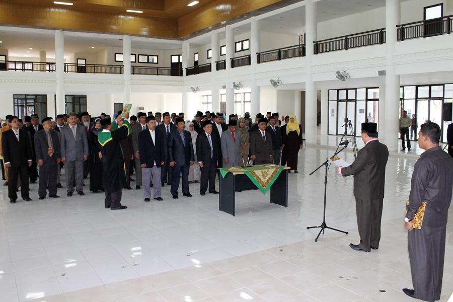 Rektor Lantik 24 Pejabat Baru