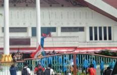 aksi mahasiswa uin, bendera aceh