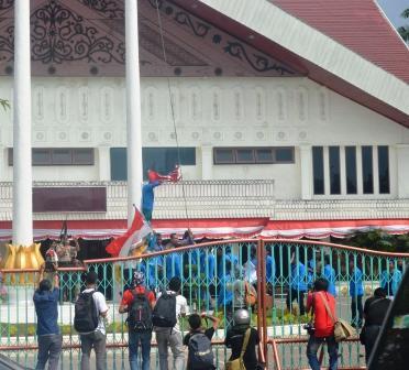 Sumberpost Tv – Tembakan Gagalkan Mahasiswa Kibar Bendera Aceh