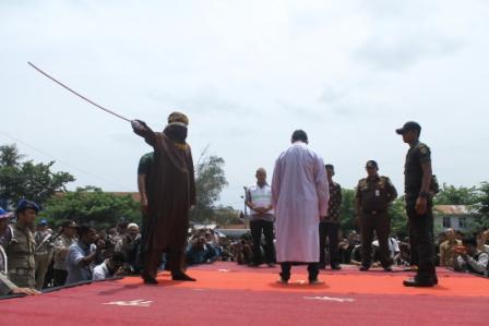 18 Pelanggar Syariat Islam di Cambuk