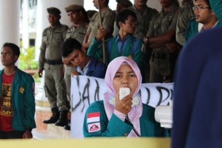 """Mahasiswa Serahkan """"Obat Kuat"""" Ke Pemerintah Aceh"""