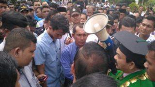 foto-aksi-demo-mahasiswa-uin-ar-raniry-foto-rizqi