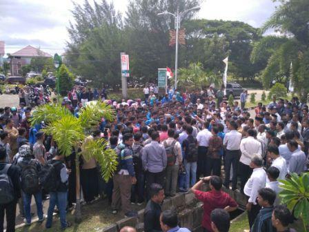 Tembakan Warnai Demo Mahasiswa UIN