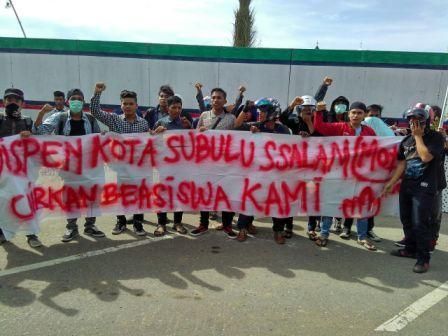 Sumberpost TV – Mahasiswa Subulussalam Demo Terkait Kejelasan Beasiswa