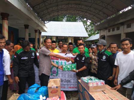 Alumni MAN 1 Sigli Salurkan Bantuan Korban Gempa