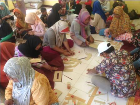 Masyarakat Ikut Pelatihan Anyaman Berbahan Eceng Gondok