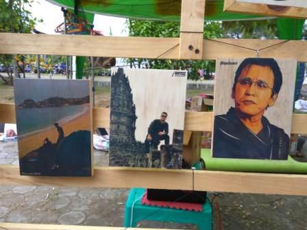 Kreasi Anak Aceh, Cetak Foto di Atas Kayu