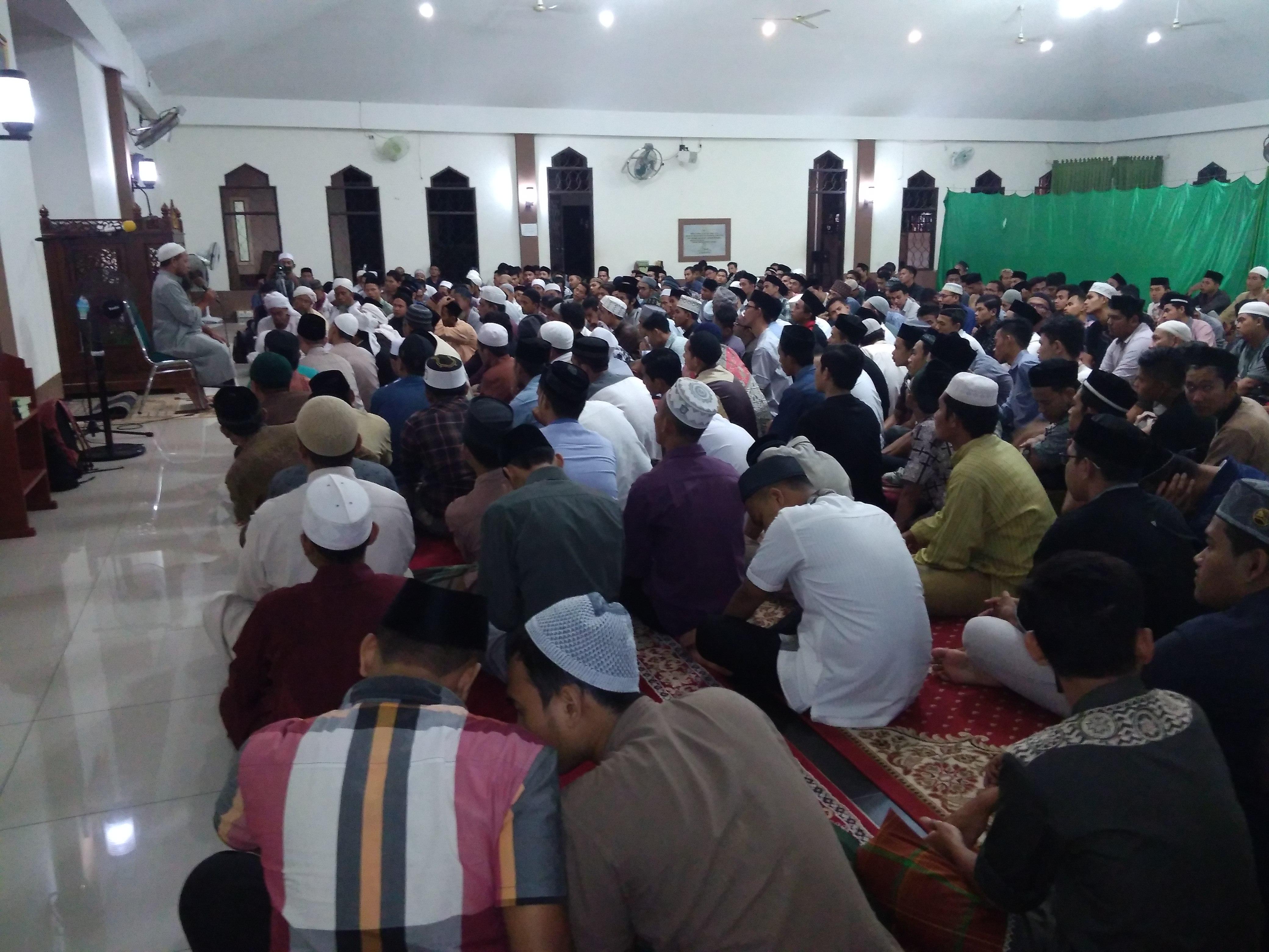 Ratusan Mahasiswa Hadiri Kajian Ustadz Tengku Ilyas