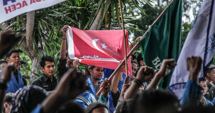 Orator Ajak Massa Ramaikan Tagar Tolak Tambang